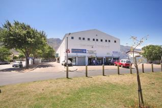 Fantastic opportunity to own a commercial centre with a high ROI in a busy hub of Franschhoek.  The property is centrally situated in a ...