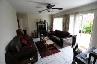 This spacious 2 bedroom unit is located in a sought after complex in Faerie Glen. The ...