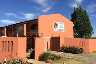 2 Bedroom flat / apartment to let for R 3 750.00 per month, excluding water & lights. Available 31 October 2019.