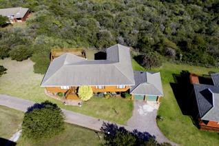 "This is an immaculate log home, situated in the tranquil surroundings of the ""bush estate"", Florence.  Peaceful ..."