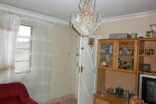Lovely 2 bedroom, 1 bathroom apartment in Umzinto with kitchen and open plan living area. Close to main street. Neat and well kept. ...