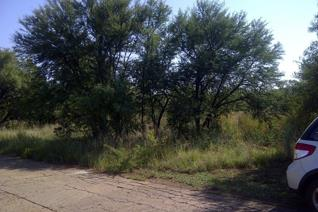 EMACPLAN EIENDOMME / PROPERTIES:   Lovely bushveld vacant 1 hector plot near a very well known fishing area on the Roodeplaatdam. Near ...