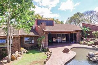 Architect designed house on very central plot.  Expansive main home with space for everybody and everything.  Fantastic covered ...