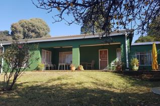 Delightful cosy home with 4 x bedrooms, 2 x bathrooms, 2 x family rooms, 2 x dining rooms, kitchen with scullery, double garage with ...