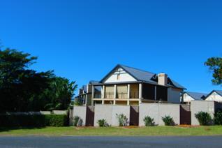 This Stunning 3 bedroom, 2 bathroom spacious townhouse is set in the Nkwazi Ridge ...