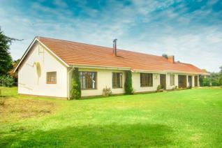 Enjoying unsurpassed views of the majestic Drakensberg Mountains and situated in one of the quietest parts of Himeville.   Offering ...