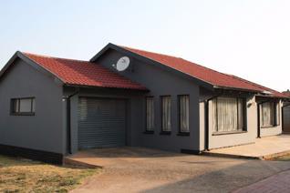 3 Bedroom House for sale in Toekomsrus - Randfontein