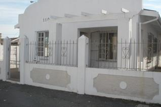 Unfurnished single room for ladies only.  To share kitchen, bathroom and lounge.  ...