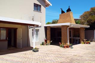 This is one of the solid build oldies. Very neat and spacious open-plan kitchen. Lovely private braai and entertainment area at the ...
