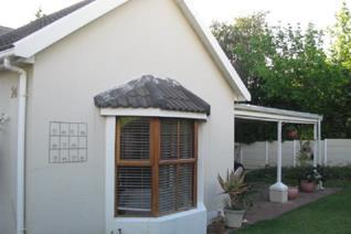 3 Bedroom Townhouse to rent in Parel Vallei - Somerset West