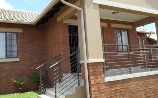3 Bedroom Townhouse to rent in Mooikloof Ridge
