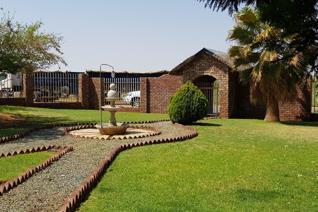 Erf teen die dorp met gevestigde pekaneutplantasie te koop te christiana 6 slk woonhuis ...