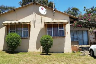 This cosy cottage home in a 24 hour security access control gated estate in Mtwalume offers either a cosy holiday home or retirement ...