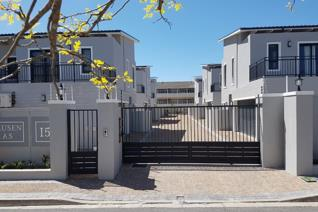 Claremont Upper Townhouse in Secure Gated Complex 3 Bedrooms with 3 bathrooms Lounge ...