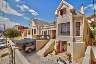 5 Bedroom House for sale in Green Point - Cape Town