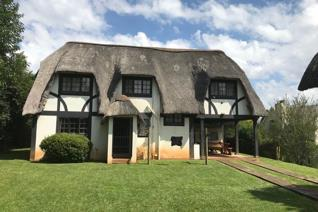 This double storey beautifully thatched home is situated on 2023 sqm of fenced & gated property in the enchanting village of Byrne. ...