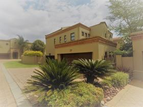 3 Bedroom Townhouse to rent in Eagle Canyon Golf Estate - Roodepoort