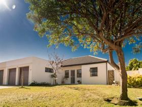 3 Bedroom House For Sale In Heritage Park   Somerset West