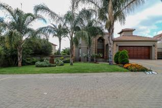 Lovely warm  family home in Ruimsig Country Estate.  You can move in and stay nothing needs to be done.   This property is the perfect ...