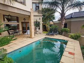 3 Bedroom Townhouse for sale in Little Falls - Roodepoort