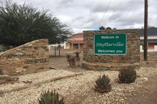 The Karoo is one of the world's most unique, arid zones. In South Africa it stands alone, globally it is an envied rarity.  Situated ...
