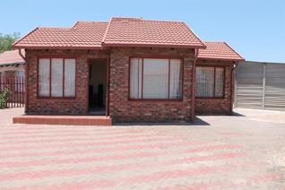 Spacious house in a peaceful area. It is located close to the mall. Outside rooms are included