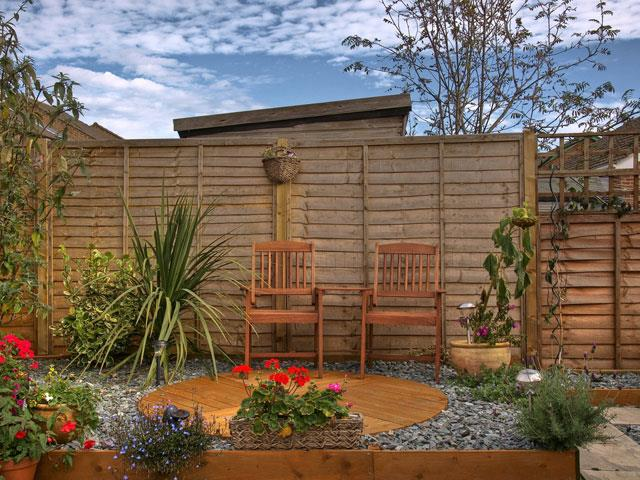 garden fence designs. Perfect Fence Whether You Need To Close Off The Perimeter Of Your Property Or Add Privacy  A Small Garden Fences Allow Choose From An Extensive Range Designs  In Garden Fence Designs
