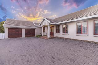 This immaculate single storey home is a beauty with superb finishes throughout the property. The gorgeous living area flows logically ...