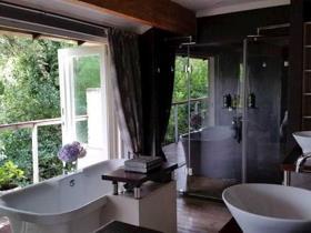 3 Bedroom Townhouse to rent in Parkhurst - Johannesburg
