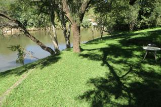 This smallholding is on the Crocodile river, close to Lanseria and situated in a Game farm. Beautiful surroundings, lots of lush ...