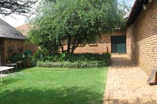 This 12 ha unit comprises:  1 x 3 bed  unit with double garage 1 x 2 bed unit with single garage 1 x1 bed unit with kitchen ...