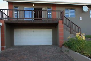 This modern 4 bed room home is situated in a fast developing pleasant suburb close to ...