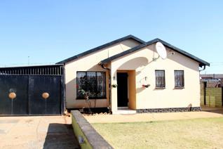 2 Bedroom House for sale in Toekomsrus - Randfontein