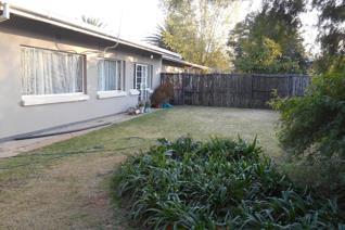 Lovely two bedroom garden flat on erf in Dan Pienaar. Walking distance to Preller Plein ...