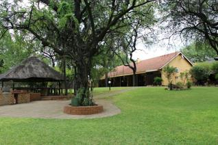 This Lodge is situated only 3km from the Kruger National Park and has 10 rooms to choose from either single or double. There is 2x ...