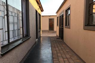 2 Bedroom House for sale in Emfihlweni - Tembisa