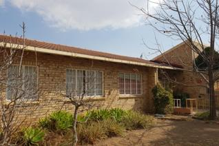 This facebrick property offers  spacious lounge/dining room with French doors leading to the garden,fitted kitchen, three bedrooms  ,2 ...