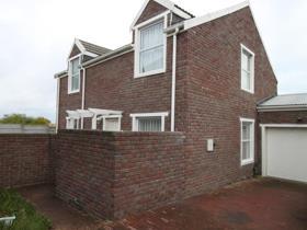 3 Bedroom Townhouse to rent in Sunnydale - Noordhoek
