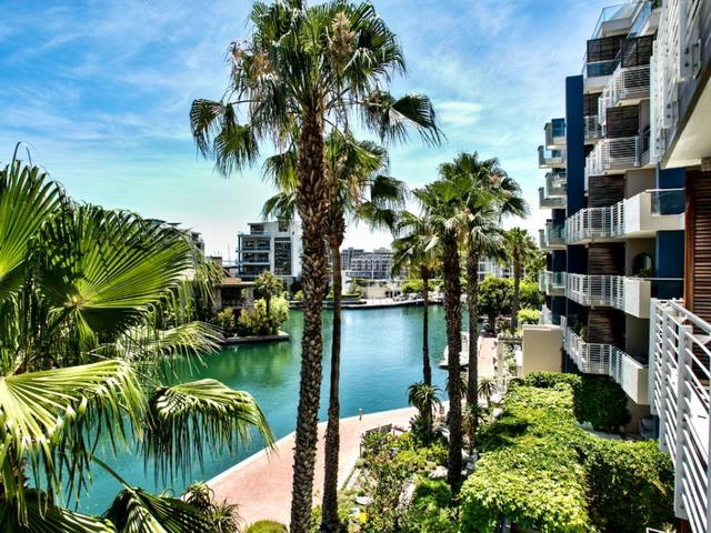 This One Bedroom Bathroom Apartment In Cape Town S Waterfront Offers A Ious Balcony And Access To Five Communal Pools Gym
