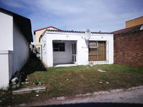 2 Bedroom House for sale in Philippi East - Cape Town