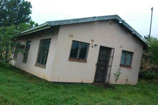 This house is  not far from the main road in Lusikisiki. It is just 5 minutes walk to the main road. It has 3 bedrooms, lounge,kitchen ...