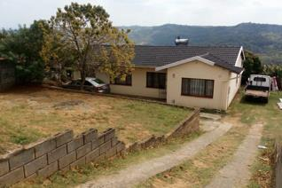 Beautiful view of the nature , Family house with spacious rooms a big yard to build - DON'T MISS OUT !!! Buy this house and make it ...