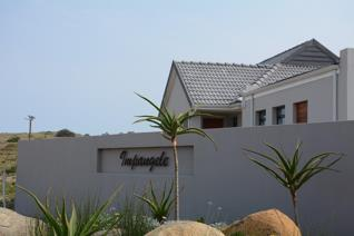 This cozy home is situated in Kidd's Beach, 28km away from East London, 10mins drive ...