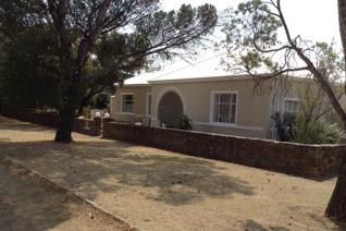 You will find this Grand old lady in the heart of Smithfield and has many traditional Southern Free State features and has recently ...