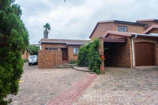 2 Bedroom Townhouse to rent in Die Wingerd - Somerset West