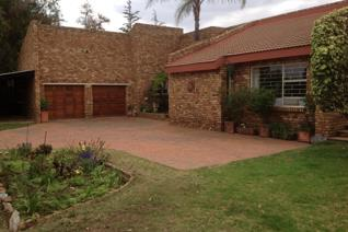Smallholding to rent R23 000.00 Calling all horse lovers!  This well kept small holding is ideal for the horsey people. The property ...