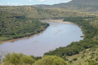Lovely farm with the Orange River in sight. Beautiful tree-filled farm with canyons, ridges and ponds, large variety of Oak trees  and ...