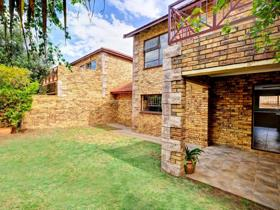 3 Bedroom House for sale in Wilgeheuwel - Roodepoort