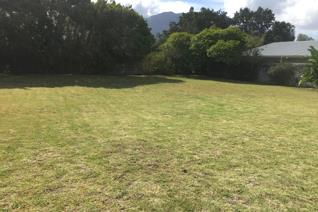 Build your dream home on this level erf with beautiful mountain views.   Call to arrange your private viewing now!