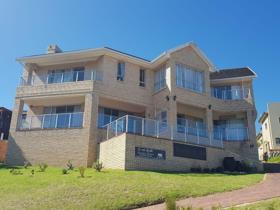 Marvelous 4 Bedroom House To Rent In Herolds Bay   George